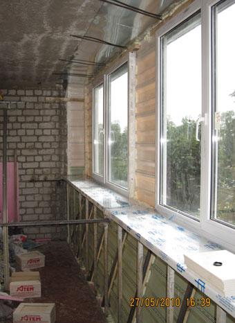 Фото поэтапного остекленения и внутренней отделки балкона..